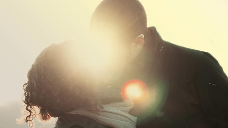 Como viver uma história de amor no trabalho sem atrapalhar a produtividade?