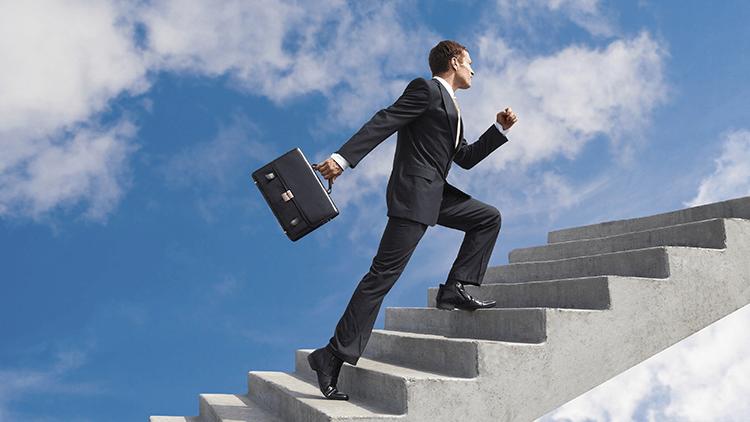 Os cinco hábitos das pessoas que são promovidas frequentemente