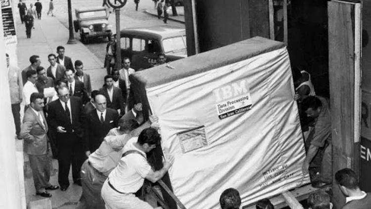 História do primeiro disco rígido, IBM RAMAC 305 e criação do primeiro computador