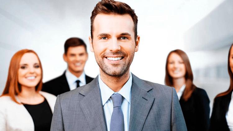Como as lideranças influenciam no trabalho em equipe